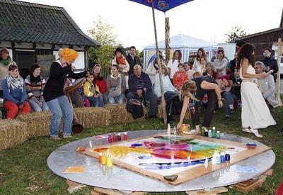 Mal-Klang-Tanz-Performance Festival der Sinne